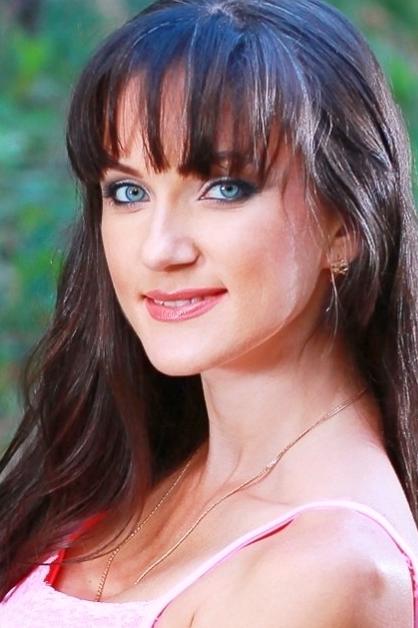 Ukrainian girl Elena,34 years old with blue eyes and dark brown hair.