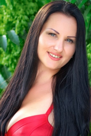 Ukrainian girl Svetlana,36 years old with blue eyes and black hair.