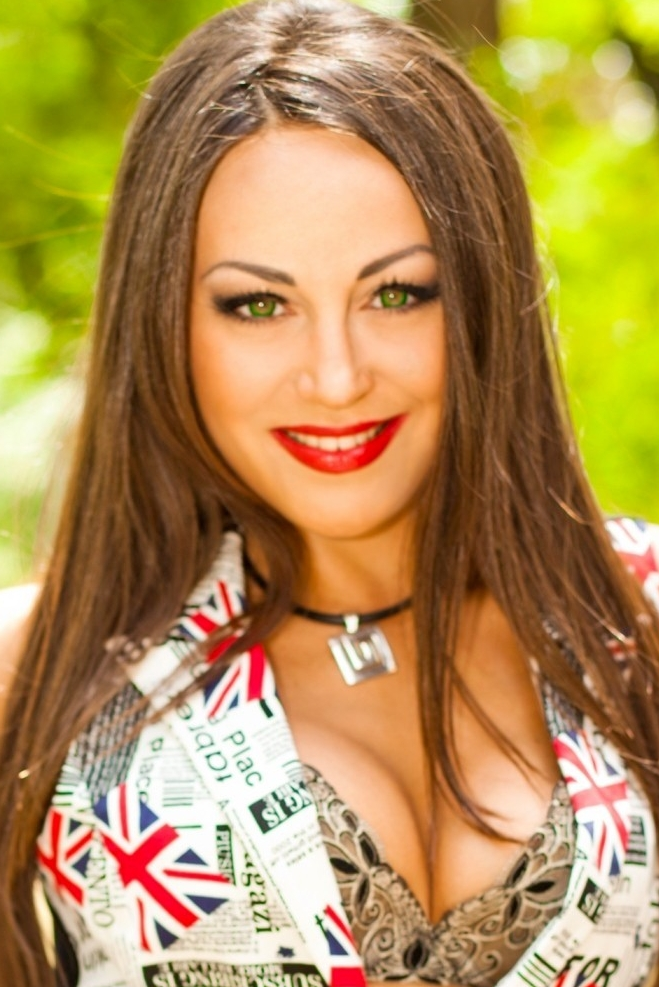 Ukrainian girl Yana,30 years old with green eyes and dark brown hair.