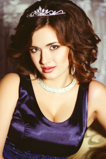 Ukrainian girl Oksana,27 years old with green eyes and light brown hair.
