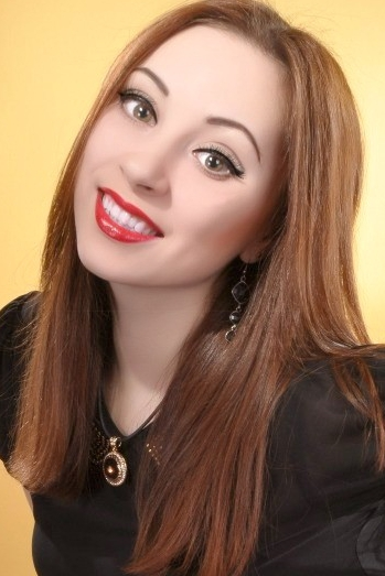 Ukrainian girl Dilfuza,22 years old with brown eyes and dark brown hair.
