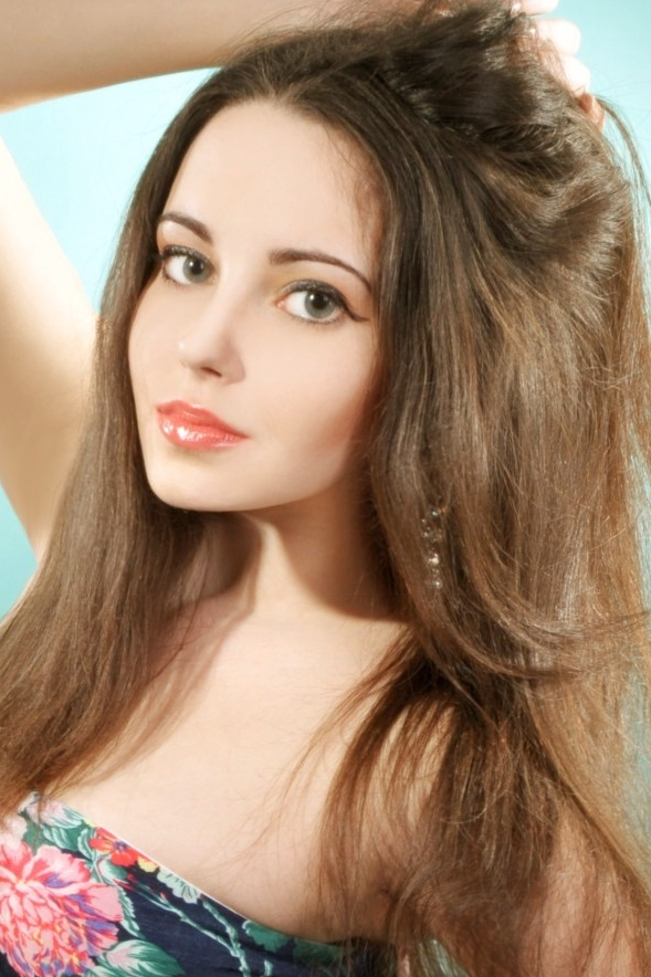 girl Darya, years old with  eyes and  hair.