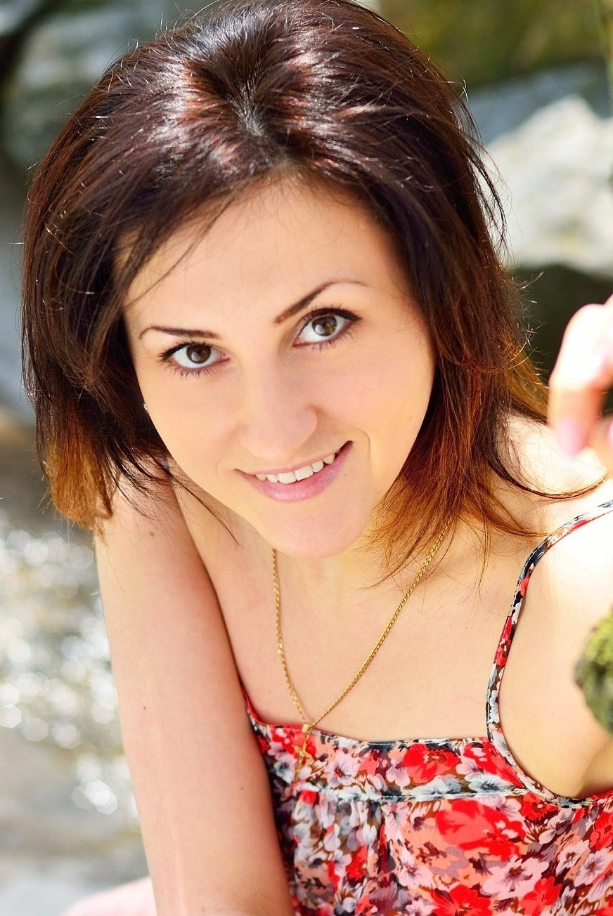 Ukrainian girl Tatyana ,34 years old with brown eyes and dark brown hair.