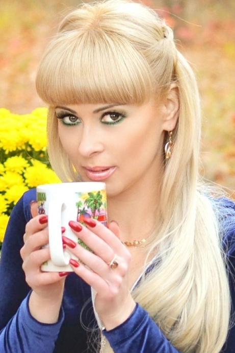 Ukrainian girl Natalia,40 years old with brown eyes and blonde hair.