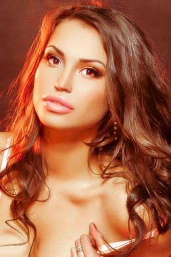 Ukrainian girl Jana,22 years old with brown eyes and dark brown hair.