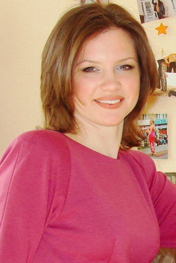 Ukrainian girl Nataliya,40 years old with green eyes and dark brown hair.