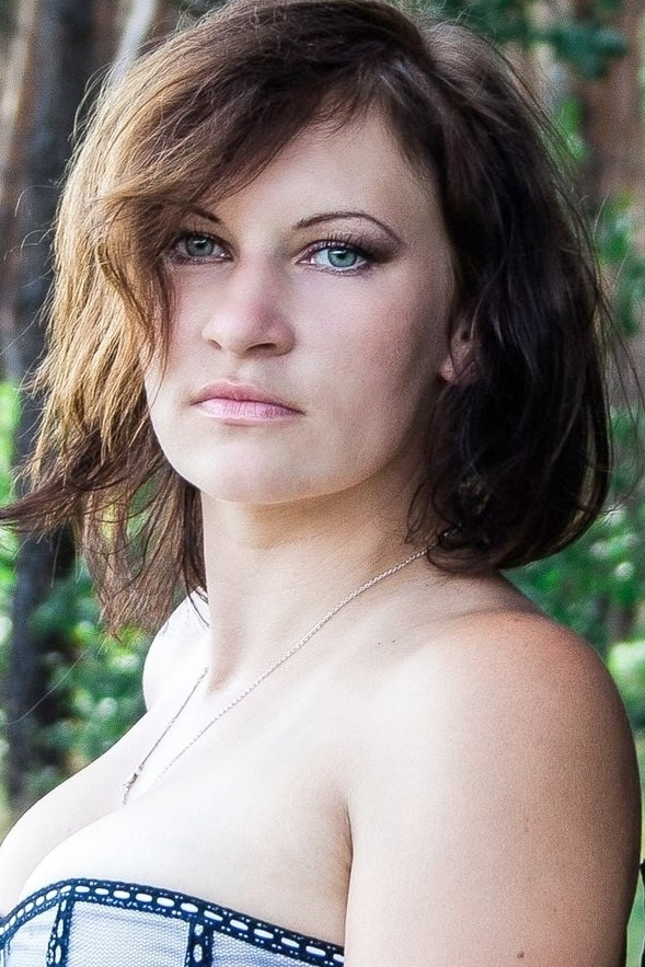Ukrainian girl Svitlana,31 years old with green eyes and dark brown hair.