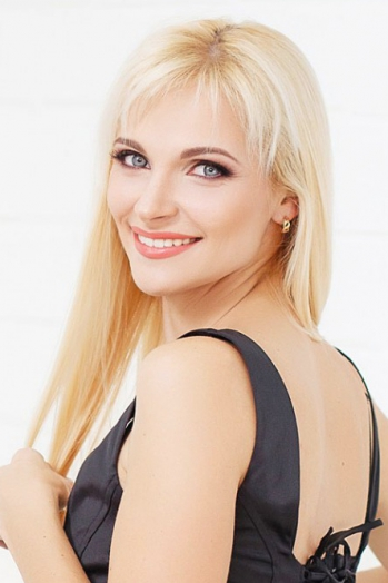 Ukrainian girl Alyona,32 years old with blue eyes and blonde hair.