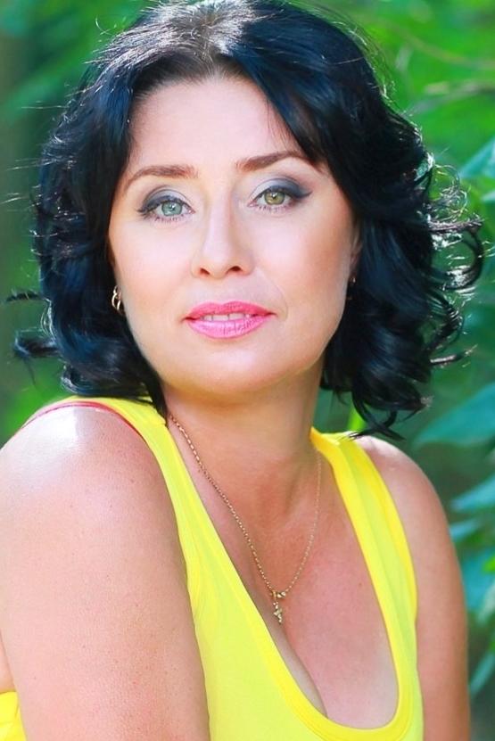 Ukrainian girl Irina,45 years old with green eyes and black hair.