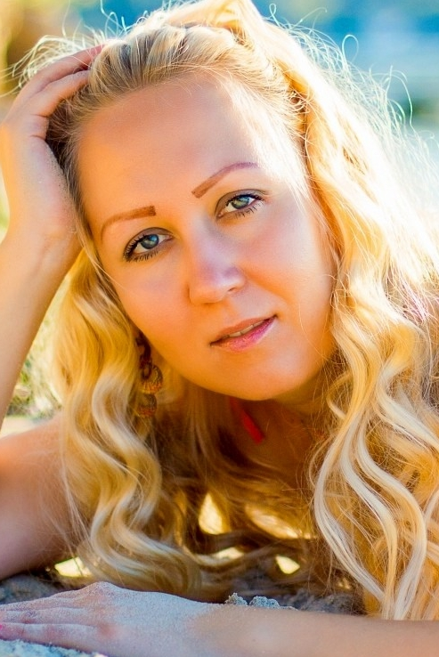 Ukrainian girl Anastasia,35 years old with grey eyes and blonde hair.