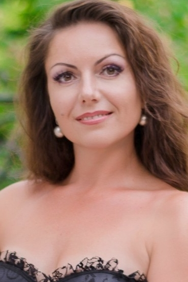 Ukrainian girl Irina,40 years old with brown eyes and light brown hair.