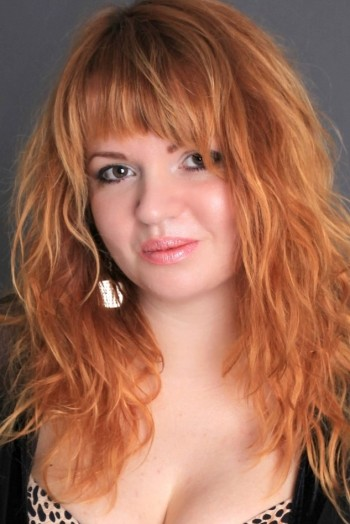 Ukrainian girl Elena,33 years old with brown eyes and red hair.