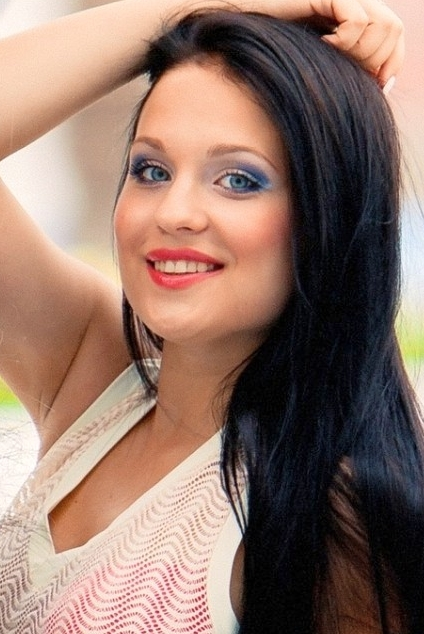 Ukrainian girl Inga,21 years old with blue eyes and black hair.