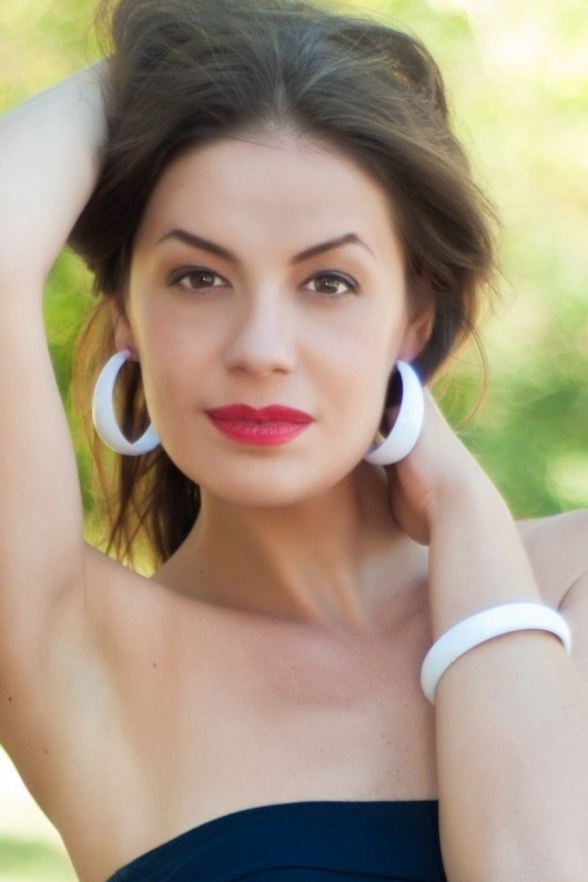 Ukrainian girl Nelly,36 years old with hazel eyes and dark brown hair.