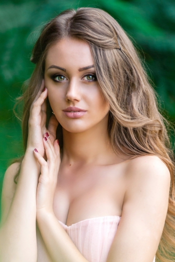 Ukrainian girl Daria,22 years old with green eyes and dark brown hair.