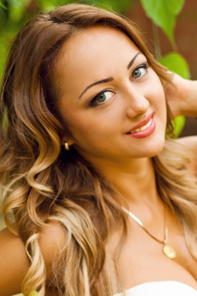Ukrainian girl Irina,25 years old with grey eyes and blonde hair.