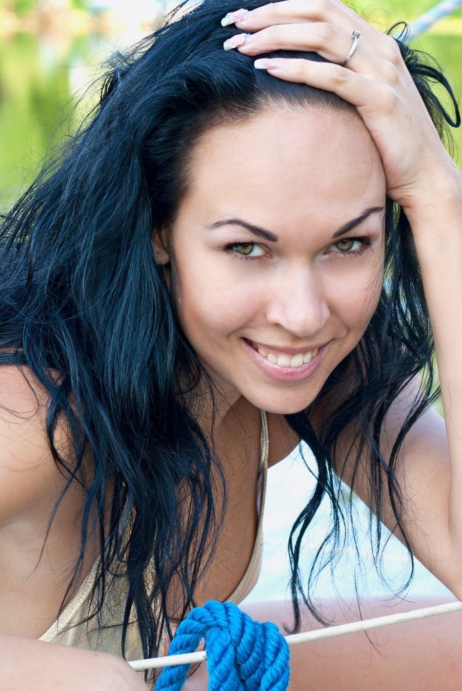 Ukrainian girl Antonina,31 years old with blue eyes and black hair.