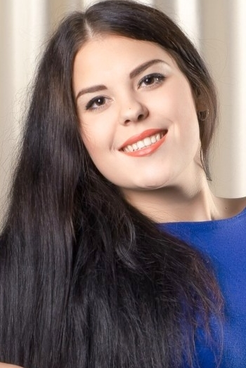 Ukrainian girl Anna,21 years old with brown eyes and dark brown hair.