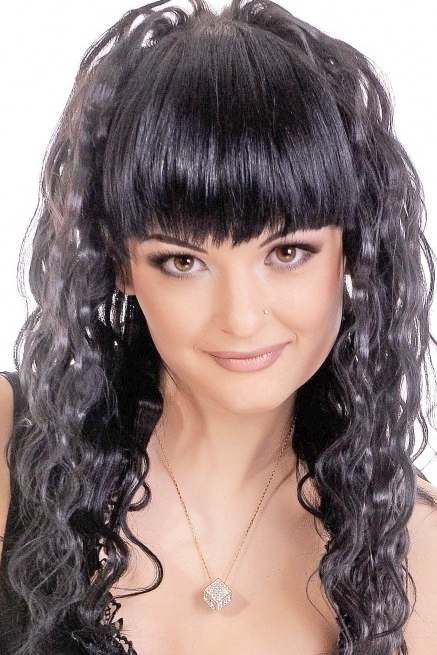 Ukrainian girl Marinel,30 years old with hazel eyes and black hair.