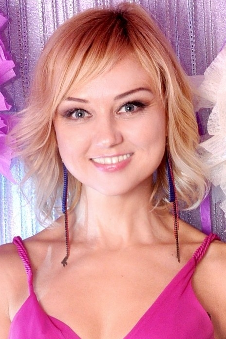 Ukrainian girl Svetlana,49 years old with grey eyes and blonde hair.