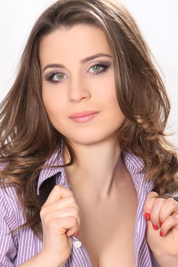 Ukrainian girl Natalia,24 years old with green eyes and light brown hair.