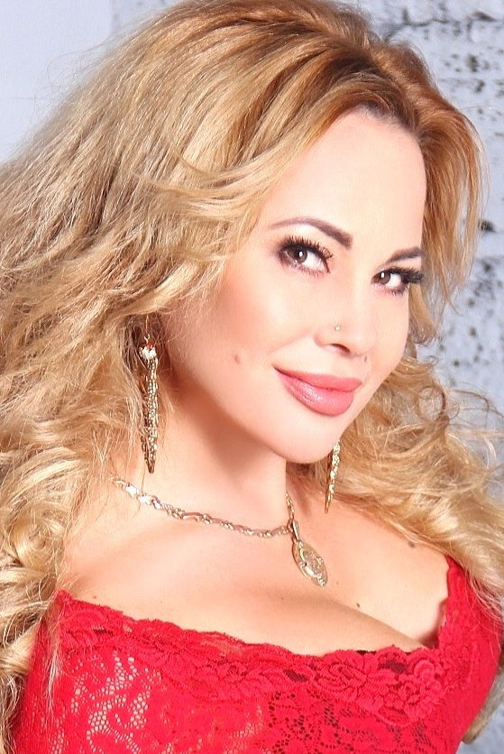 Ukrainian girl Natalia	,41 years old with green eyes and blonde hair.