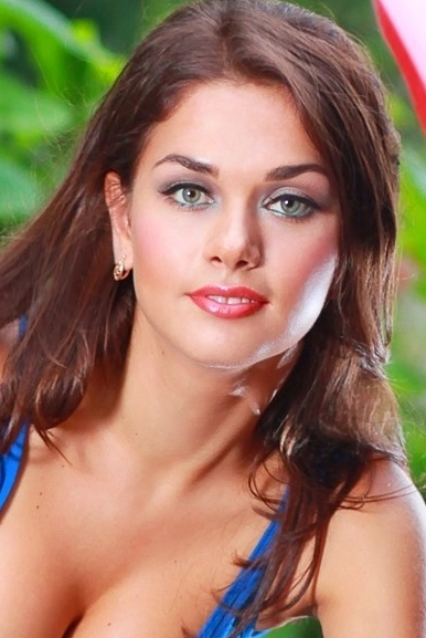 Ukrainian girl Tanya,23 years old with green eyes and dark brown hair.