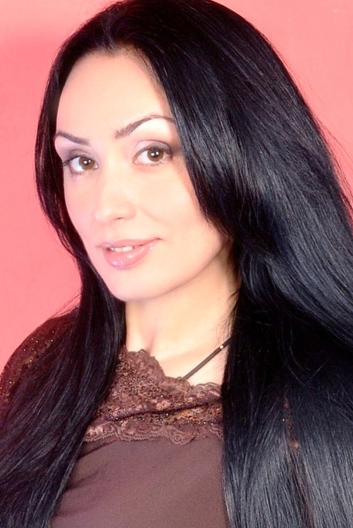 Ukrainian girl Polina,35 years old with brown eyes and black hair.