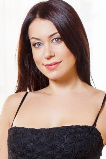 Ukrainian girl Alena,35 years old with blue eyes and dark brown hair.