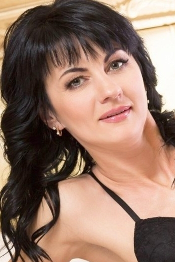 Ukrainian girl Irina,42 years old with green eyes and black hair.