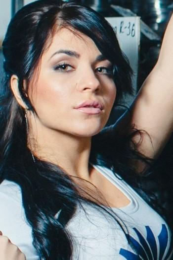 Ukrainian girl Tatyana,22 years old with green eyes and black hair.