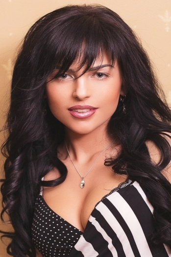 Ukrainian girl Mariana,29 years old with green eyes and black hair.