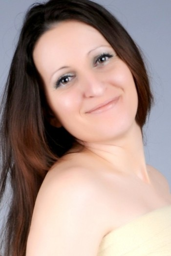 Ukrainian girl Valentina,35 years old with brown eyes and dark brown hair.