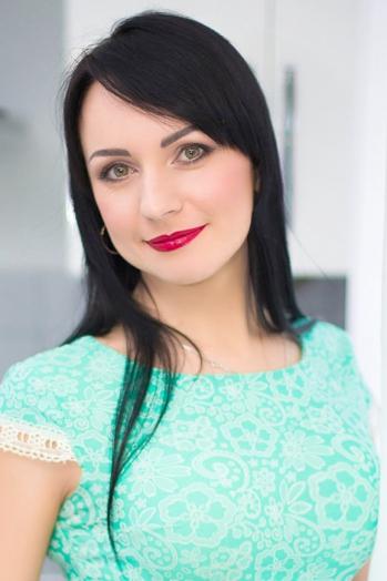 Ukrainian girl Tatiana,33 years old with green eyes and black hair.