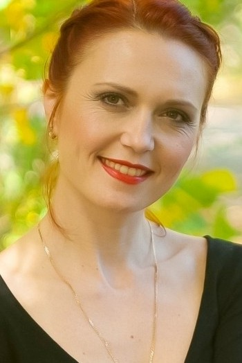 Ukrainian girl Tatiana,37 years old with green eyes and red hair.