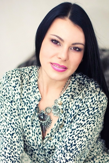 Ukrainian girl Natalia,42 years old with brown eyes and black hair.