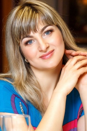 Ukrainian girl Svetlana,42 years old with blue eyes and light brown hair.