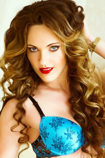 Ukrainian girl Anna,32 years old with blue eyes and light brown hair.