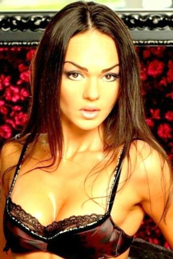 Ukrainian girl Tat'yana,32 years old with brown eyes and dark brown hair.