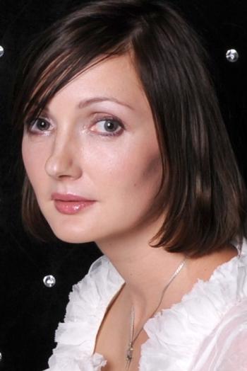 Ukrainian girl Svetlana,35 years old with brown eyes and dark brown hair.