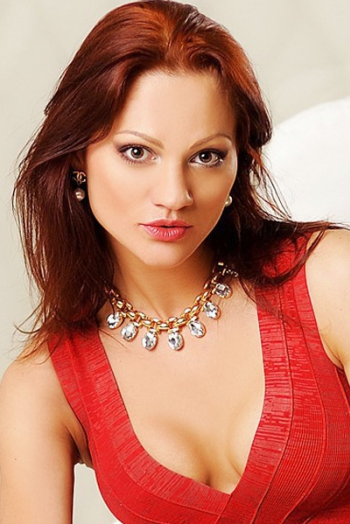 Ukrainian girl  Yuliya,32 years old with brown eyes and dark brown hair.