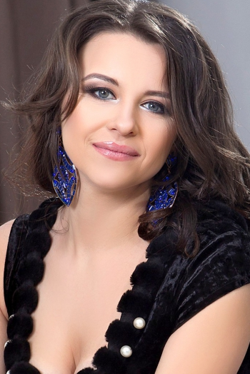 Ukrainian girl Valentina,30 years old with blue eyes and black hair.