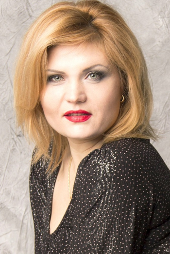Ukrainian girl Yana,34 years old with green eyes and blonde hair.