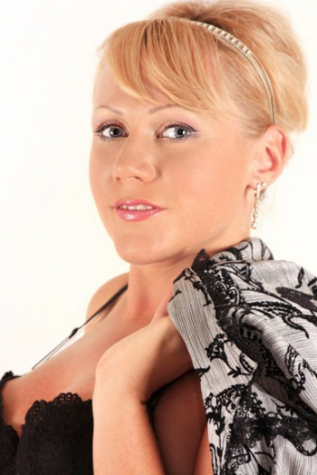 Ukrainian girl Irina,37 years old with blue eyes and blonde hair.