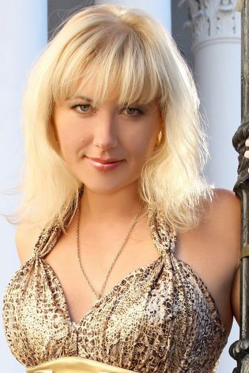 Ukrainian girl Maria,35 years old with brown eyes and blonde hair.