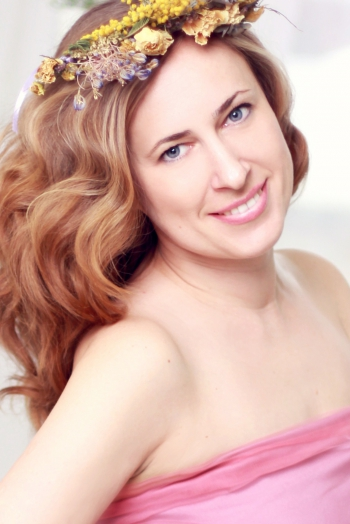 Ukrainian girl Tatyana,38 years old with blue eyes and light brown hair.