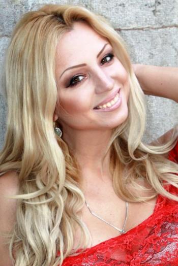 Ukrainian girl Tatiana,32 years old with brown eyes and blonde hair.