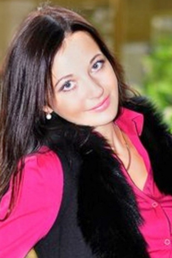 Ukrainian girl Natalia,30 years old with blue eyes and black hair.