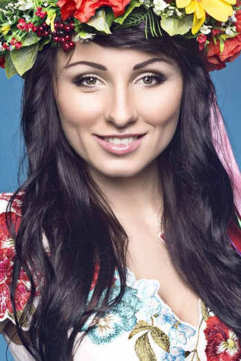 Ukrainian girl Julia,28 years old with green eyes and dark brown hair.