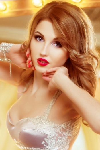 Ukrainian girl Nastya,21 years old with blue eyes and light brown hair.